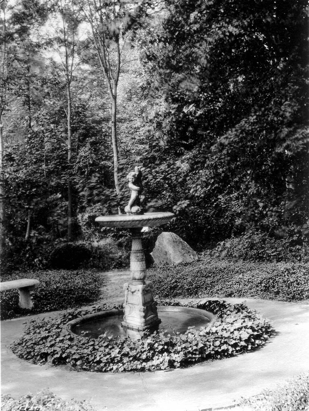 Bosquet entrance fountain - photo from the archives